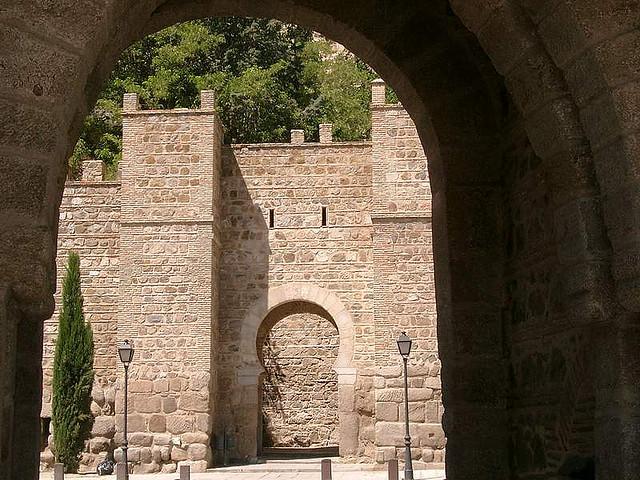 Puente de Alcántara y la Puerta de doce cantos