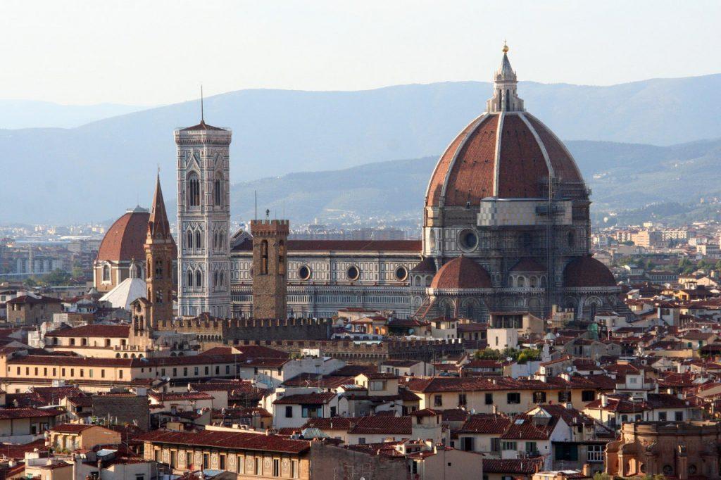 El Duomo y el Batisterio de Florencia desde el Piazzale Michelangelo