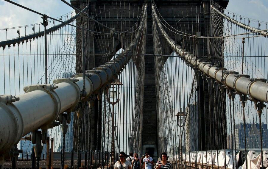 Puente de Brooklyn caminando